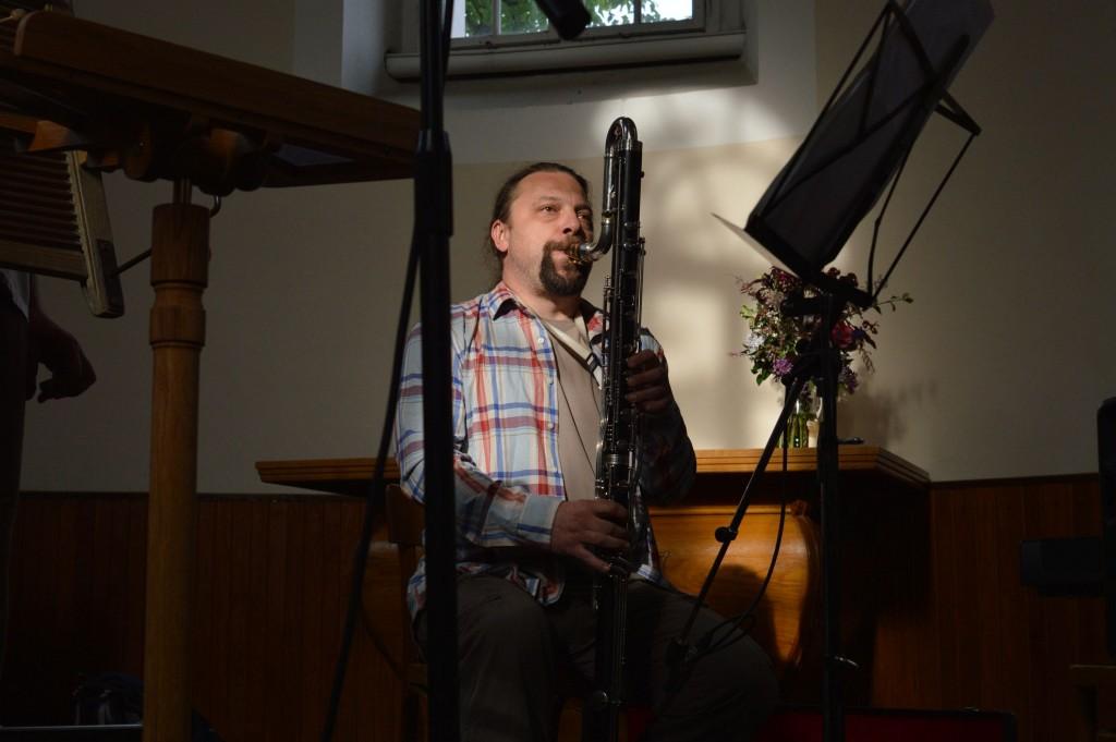 Filip Nebřenský: zpěv – zejména ten hodně hluboký, baskytara a dechy