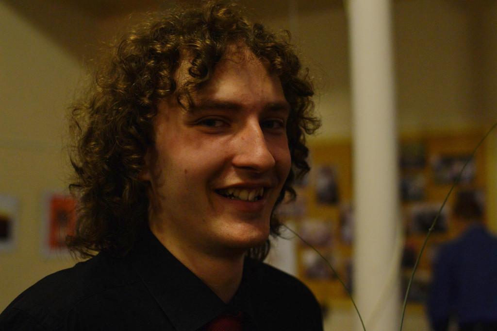 spokojený mladý dirigent Filip Beneš